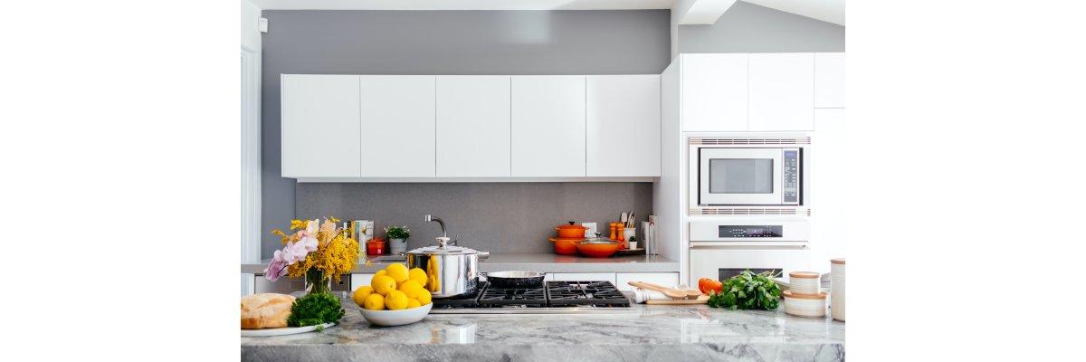 Glas zwischen den Schränken in der Küche - Vor- und Nachteile - Glas zwischen den Schränken in der Küche - Vor- und Nachteile